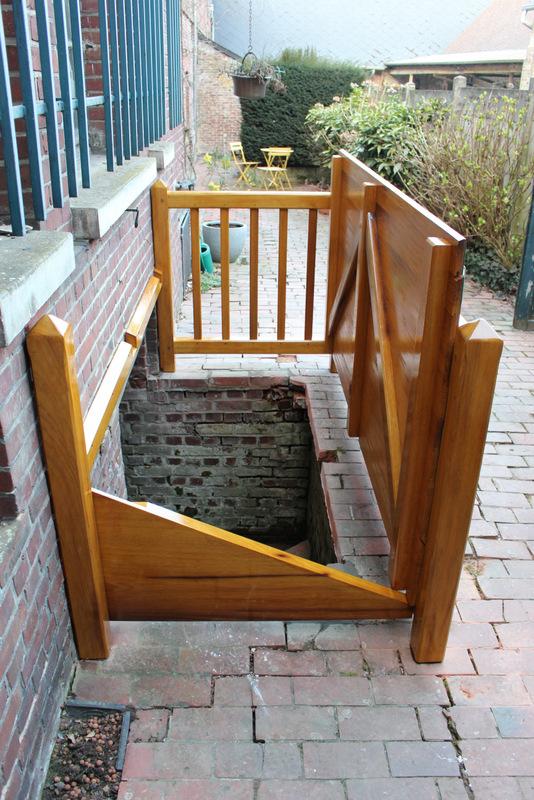après - création d'une porte d'accés de cave sur mesure